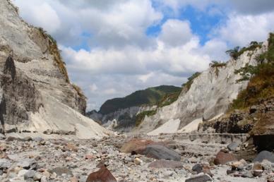Cenario seco, mas lindo vulcão nas Filipinas